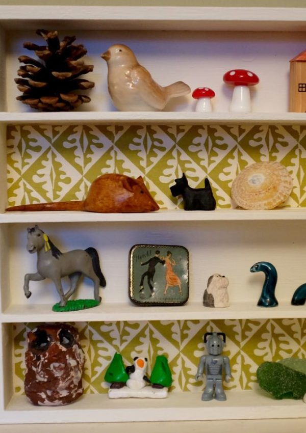 Shelf improvement: from cutlery tray to trinket display