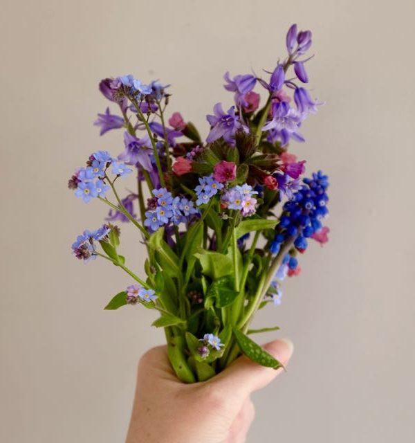 Making a spring posy