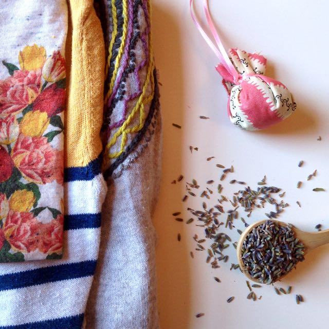 Making lavender bags for your clothes