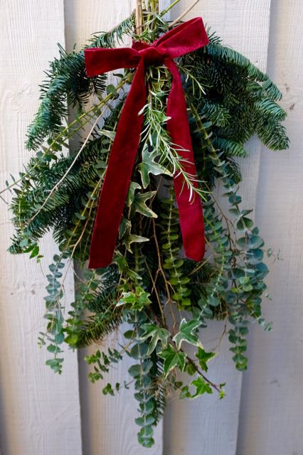 Make a scented bunch of greenery for your door