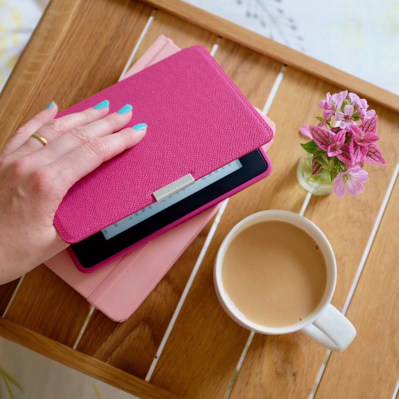 Kindle paper white with pink case