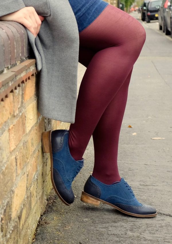 One pair of blue shoes, five different outfits – with Moshulu