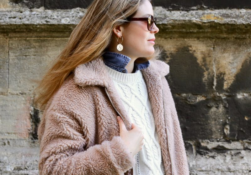 Simple fashion: the cable knit jumper